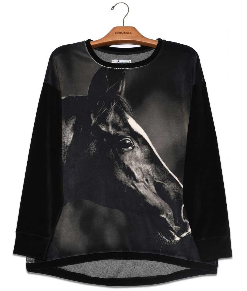 blusa-plush-estampada-cavalo-negro